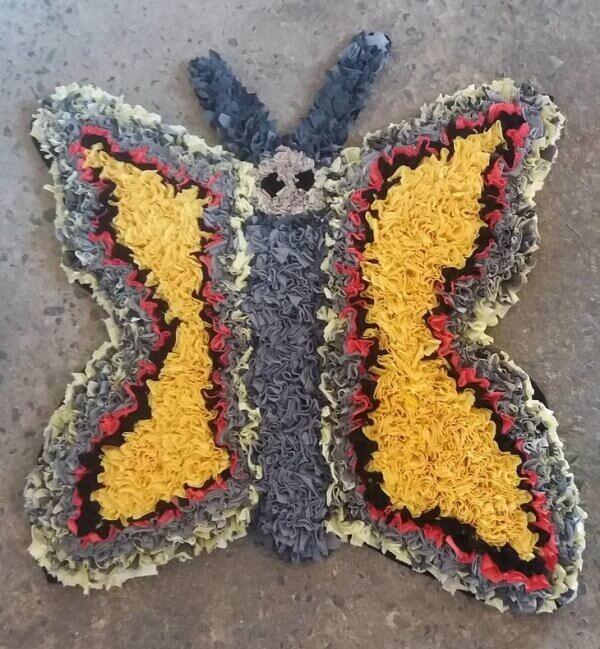 Tapete de retalhos em formato de borboleta