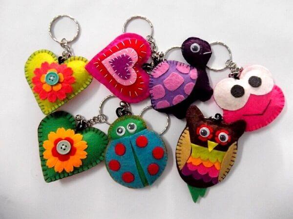 Use cores vivas na hora de confeccionar seu chaveiro em feltro