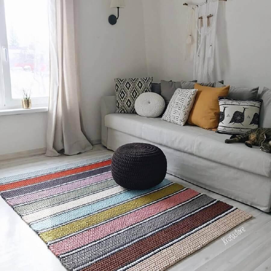 almofadas decorativas e tapete de crochê para sala colorido Foto Krona Store