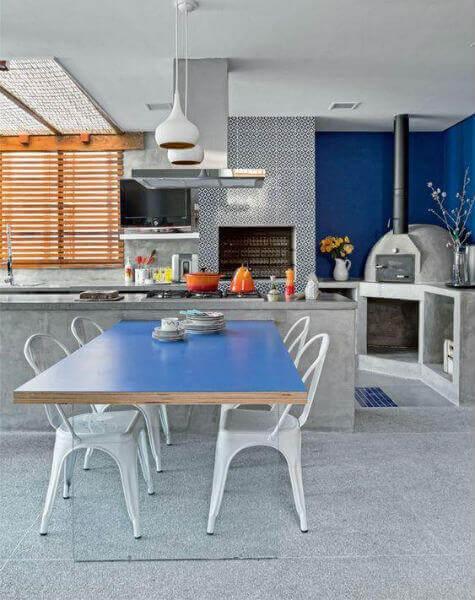 Área externa com churrasqueira