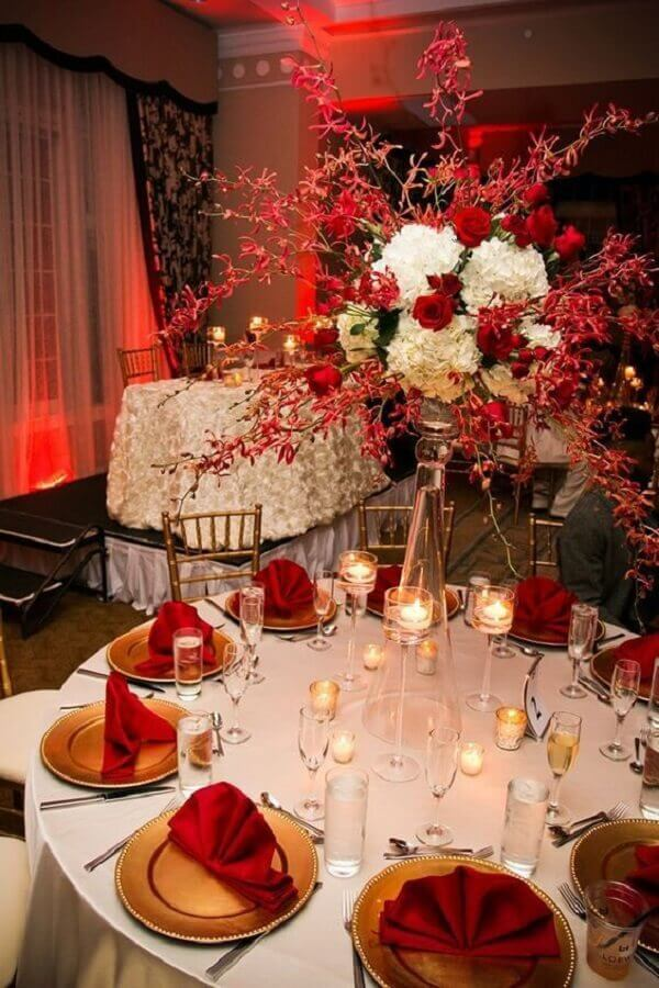 white and red flower arrangement for wedding decoration Foto Viva la Rosa