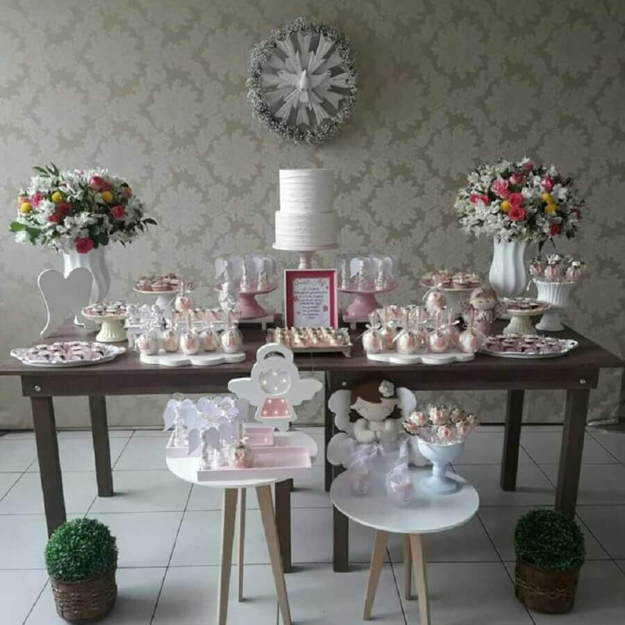 flower arrangement simple christening decoration Foto Divinas Artes