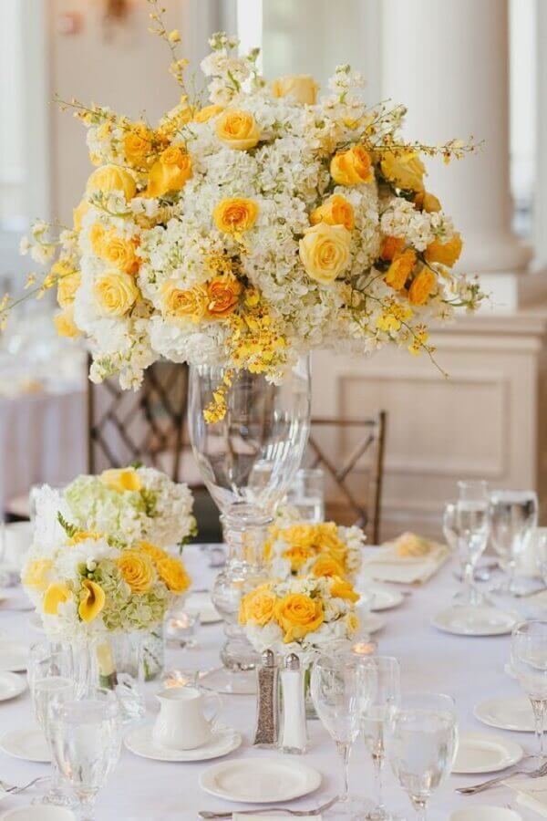 arrangement of white and yellow roses for wedding decoration Photo House, Food and Spread Clothes