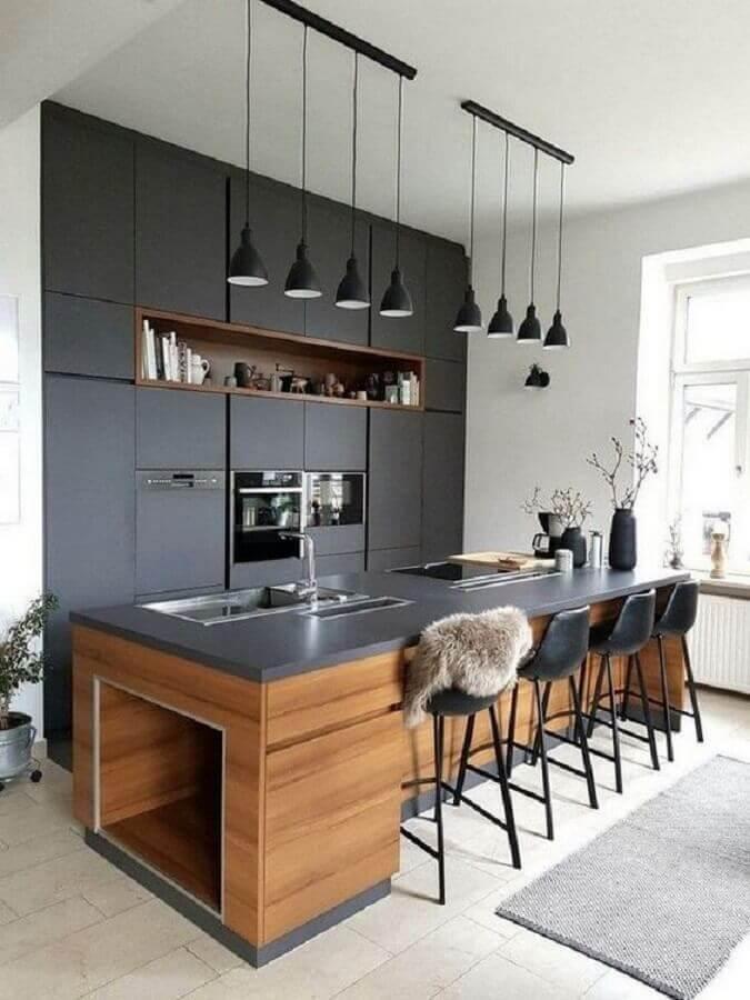 banqueta preta para cozinha preta com ilha de madeira Foto Wood Save