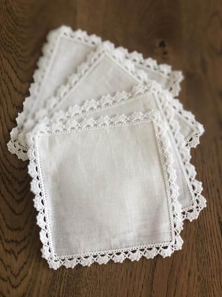Bico de crochê para guardanapo branco