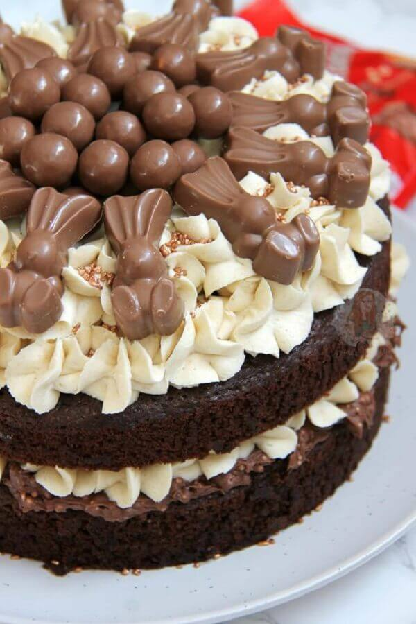 bolo de páscoa de chantilly com coelhinhos de chocolate Foto Jane's Patisserie