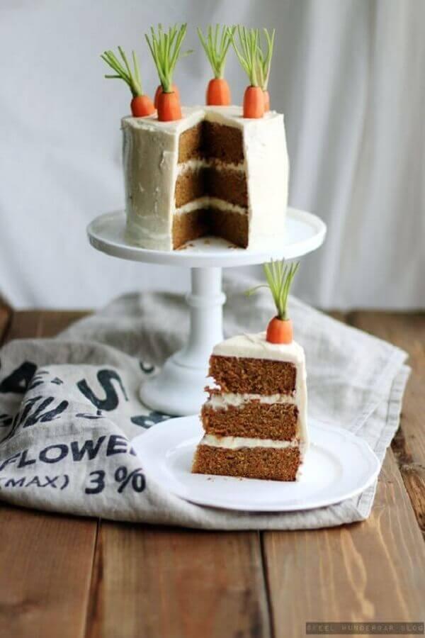bolo de páscoa decorado com cenouras Foto Pinterest
