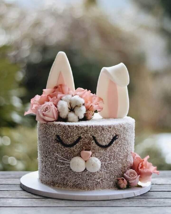 bolo de páscoa decorado com rosto de coelho Foto Encontrando Ideias