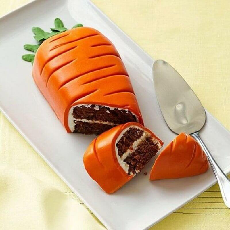 bolo de páscoa decorado em formato de cenoura Foto Freshideen