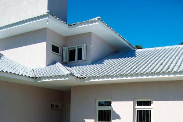 Casa moderna com telha esmaltada