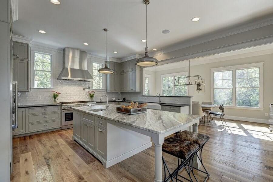 casas de luxo com cozinhas planejadas em cores neutras Foto Pinterest