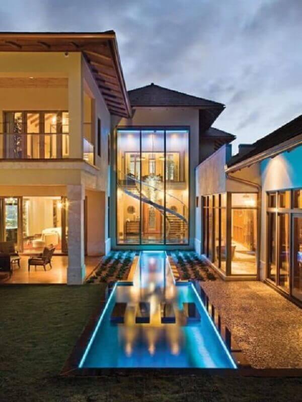 casas de luxo com piscina e amplas paredes de vidro Foto We Heart It