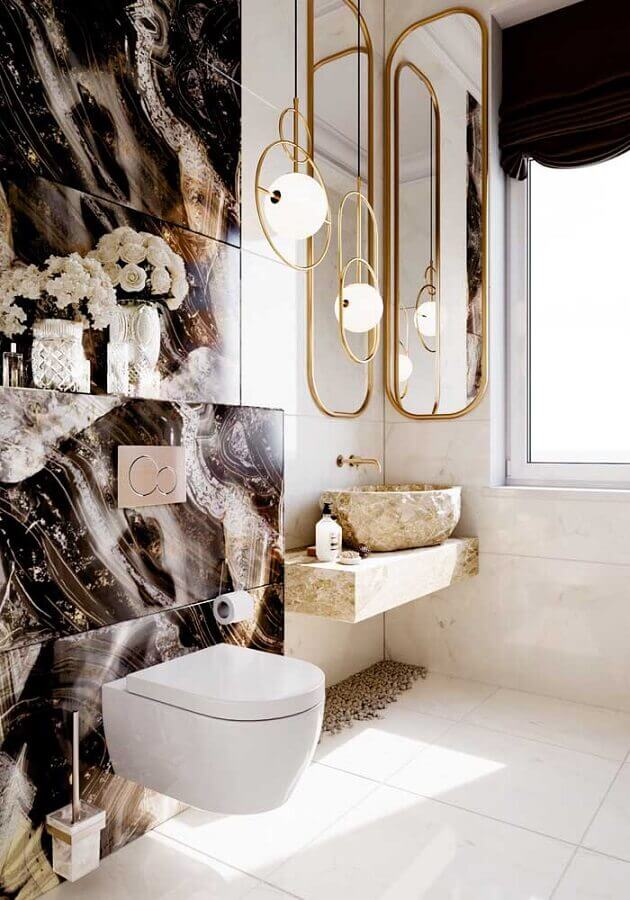 casas de luxo por dentro com banheiro decorado com espelho e pendente moderno com acabamento dourado Foto Behance