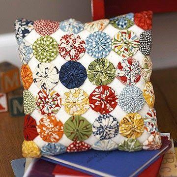 Como fazer fuxico de tecido colorido e estampado com retalhos