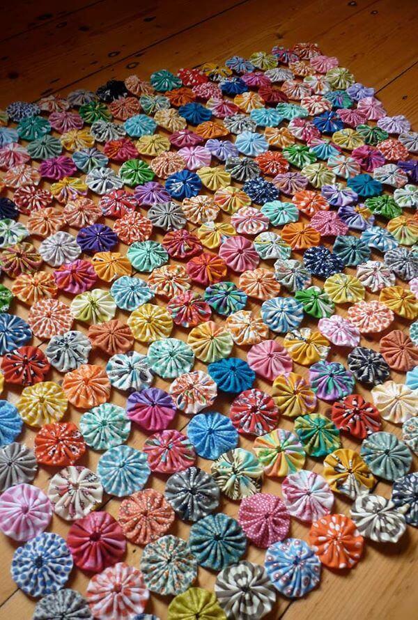 Como fazer fuxico para formar lindas colchas coloridas