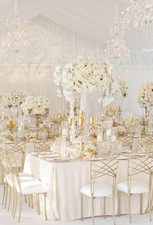 cores para casamento branco com detalhes em dourado Foto Pinterest