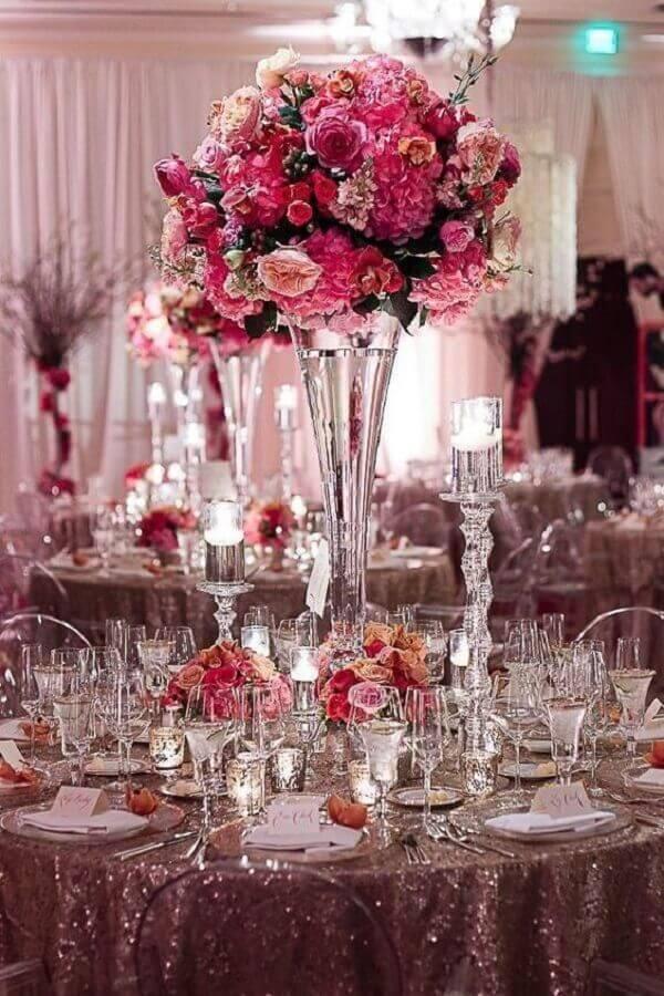 cores para casamento com arranjo de flores cor de rosa Foto Viva La Rosa