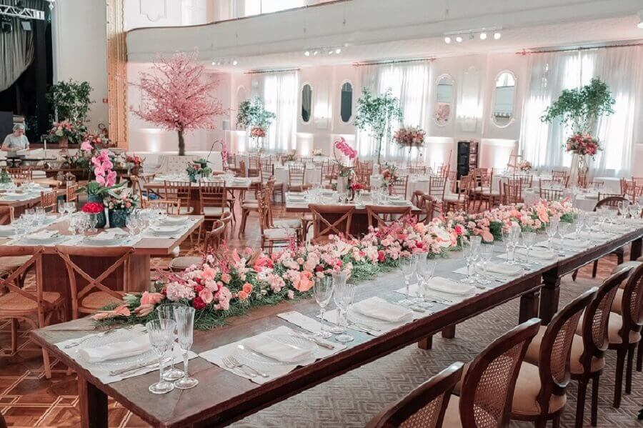 colors for wedding party with pink rose arrangement Photo Unforgettable Wedding