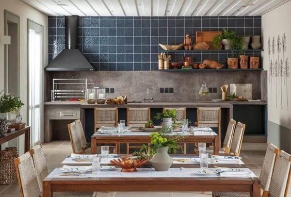 Cozinha com churrasqueira na área externa