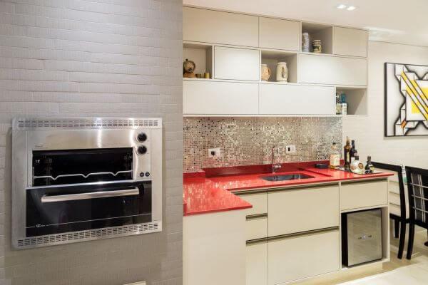 Cozinha com churrasqueira dentro de casa