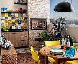cozinha-com-churrasqueira-com-cadeiras-amarelas