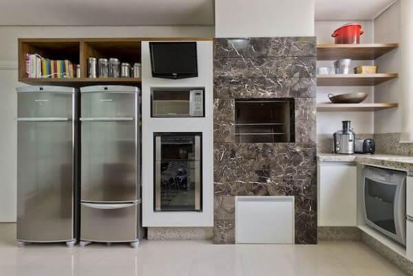 Cozinha com churrasqueira embutida