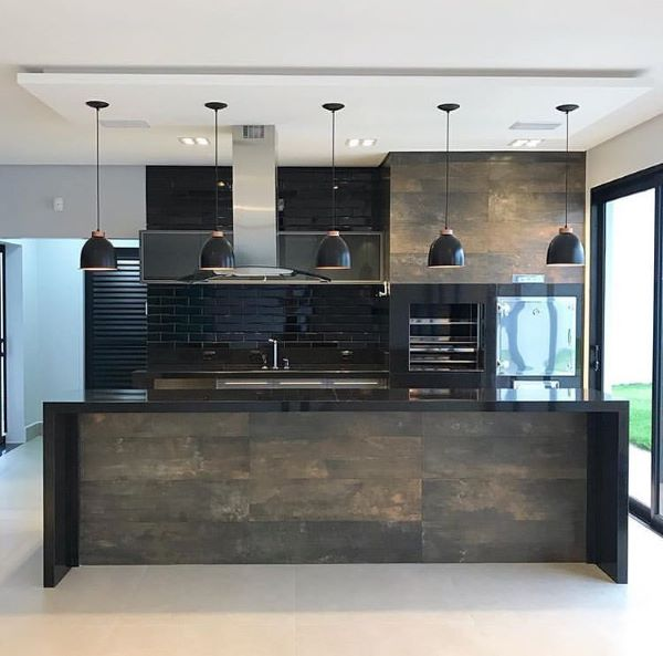 Aposte na cozinha com churrasqueira para sua casa ser ainda mais bonita