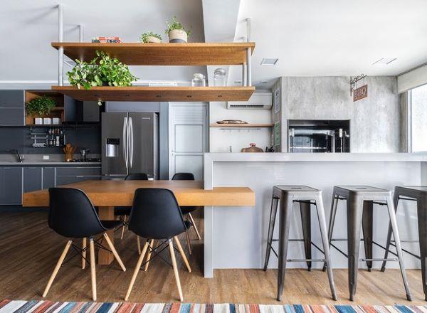 Cozinha com churrasqueira no apartamento moderno