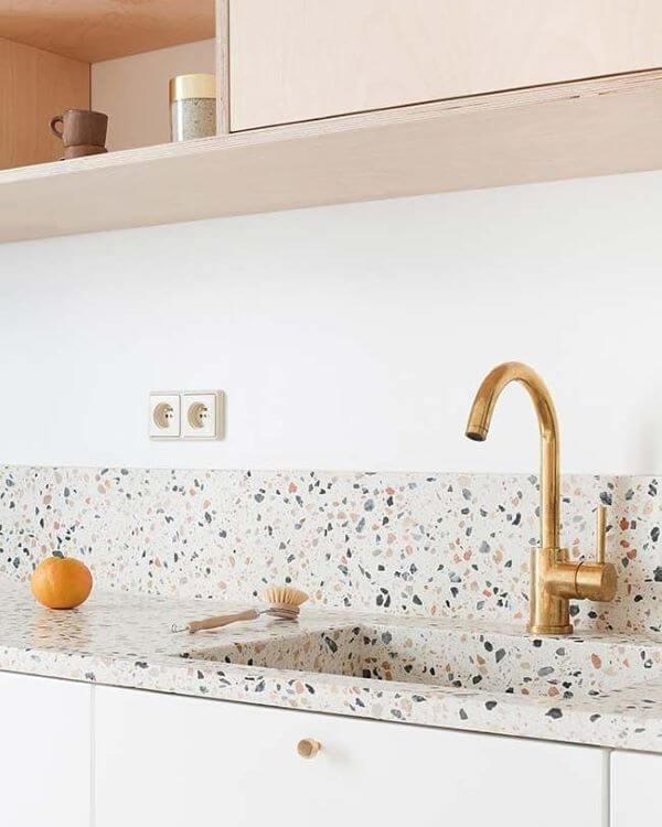 Cozinha com revestimento de granilite
