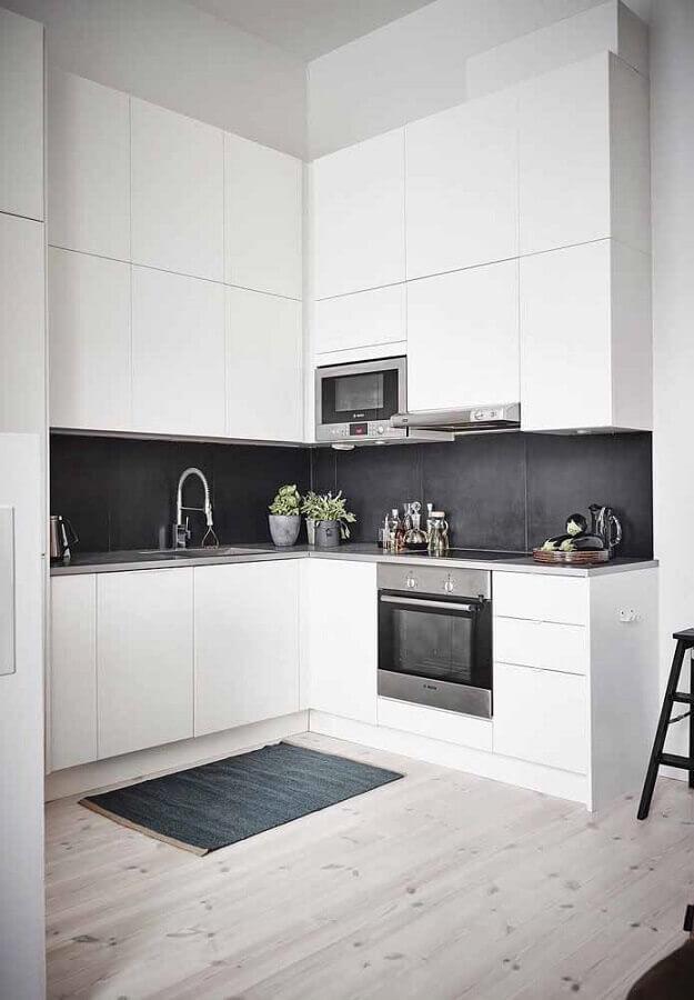 cozinha em l branca e preta decorada com armários planejados modernos Foto Houzz