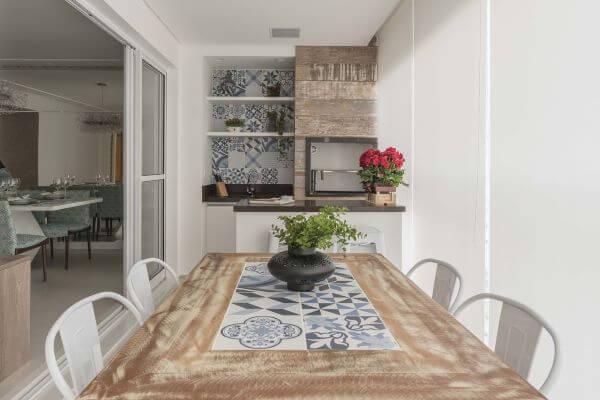 Cozinha externa com churrasqueira moderna