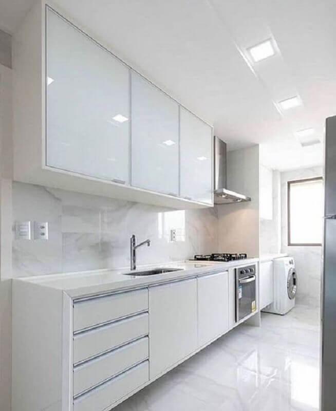 cozinha planejada com lavanderia toda branca Foto Casa Decora