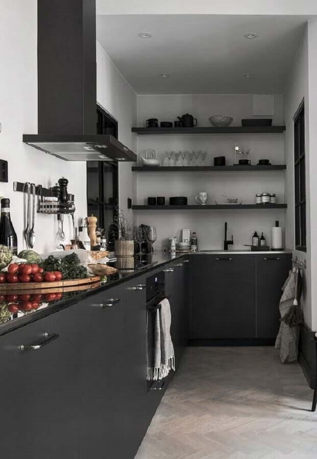 cozinha planejada preta com prateleiras Foto Futurist Architecture