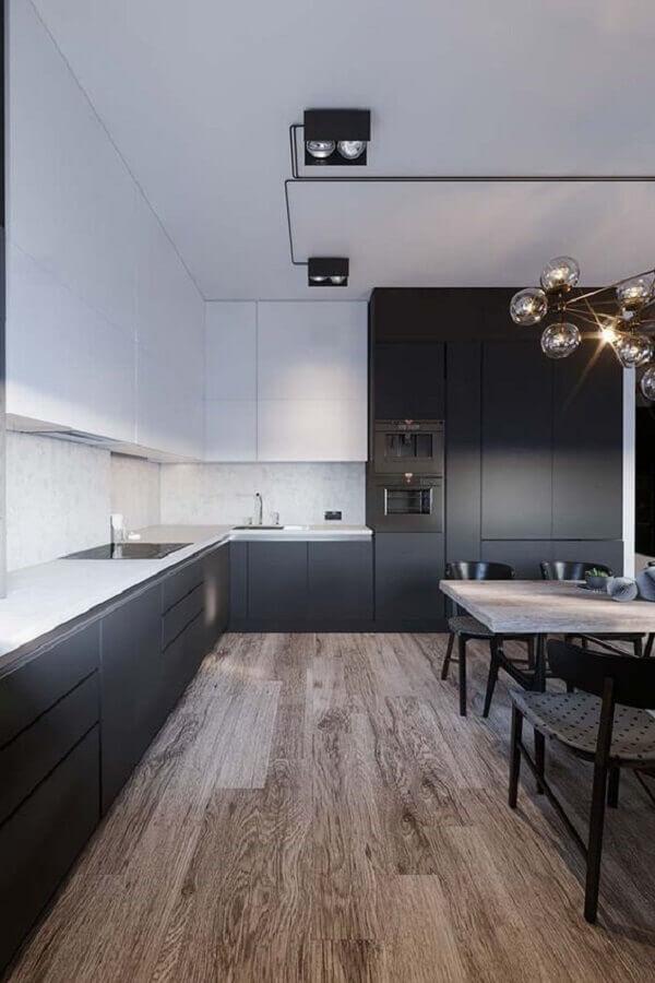 cozinha preta e branca moderna planejada com piso de madeira Foto Dicas Decor