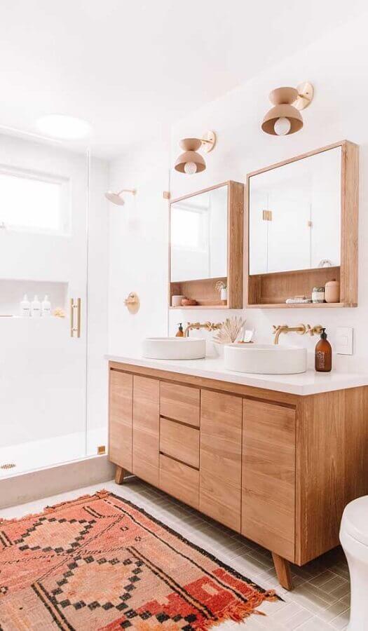 decoração clean com lustre para espelho de banheiro com gabinete de madeira Foto Architecture Art Designs