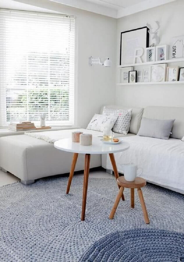 decoração clean com tapete de crochê para sala cinza e branca Foto Pinterest