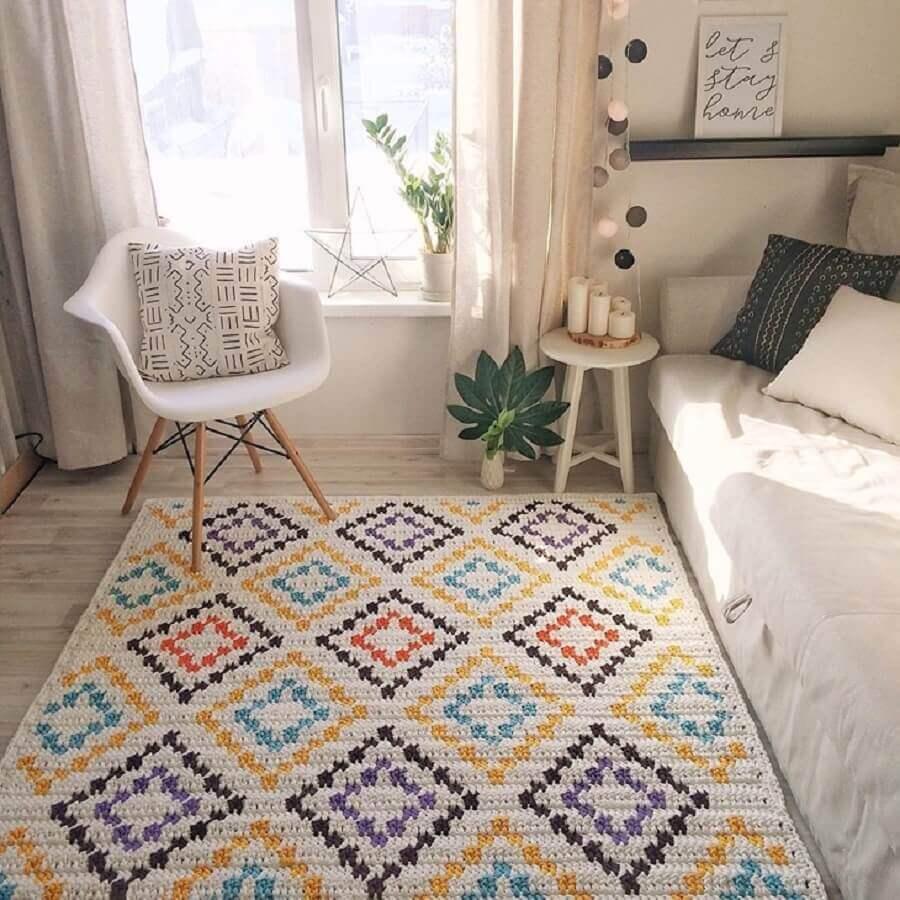 decoração clean com tapete de crochê para sala colorido Foto Krona Store