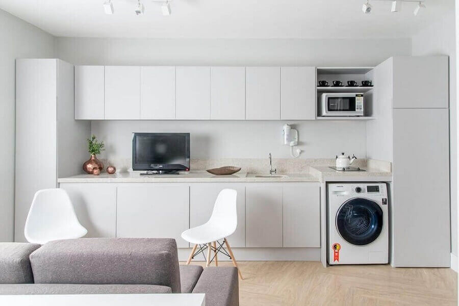 clean decor of small apartment kitchen with laundry Foto Renata Romeiro