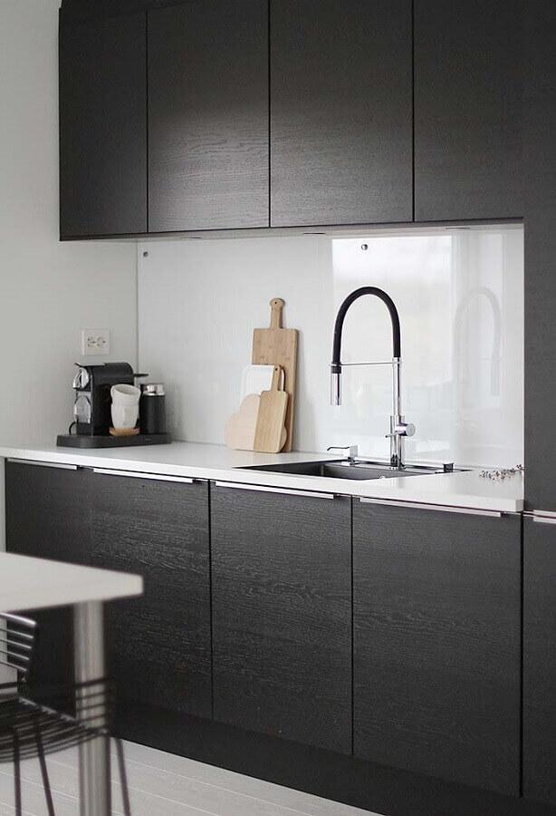 decoração clean para cozinha compacta preta Foto Pinterest