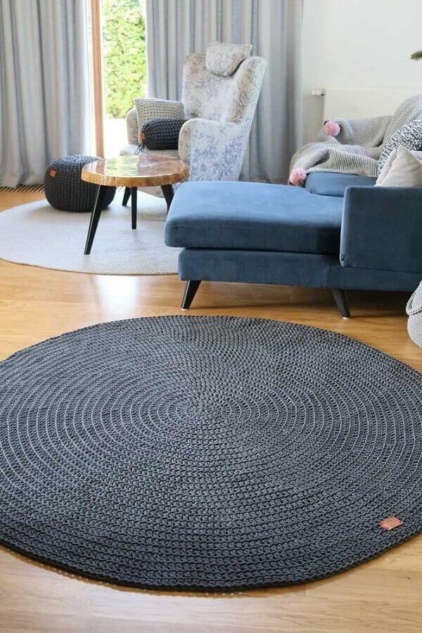 decoração com dois tapetes de crochê redondos para sala Foto Etsy