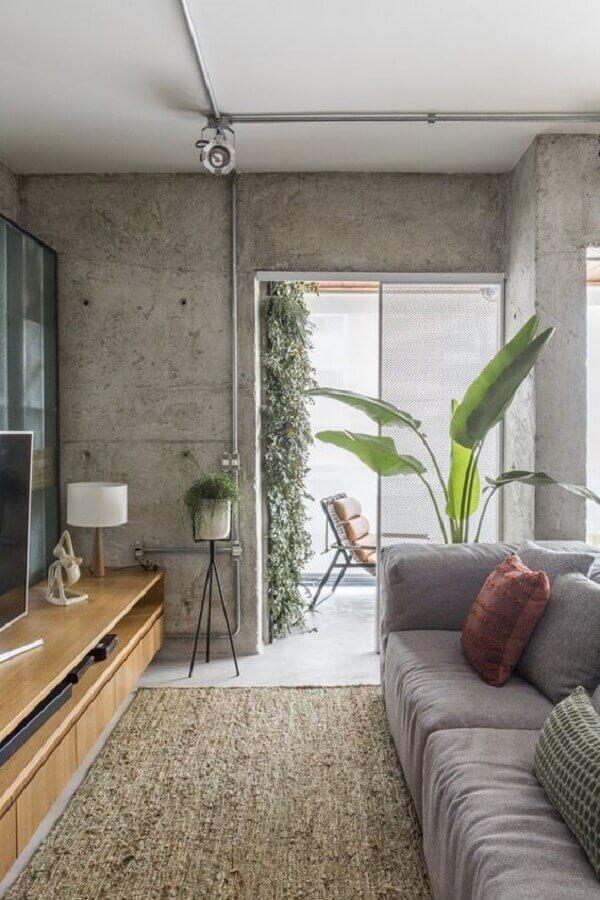 decoração com estilo industrial com porta de correr para sala Foto Casa Vogue