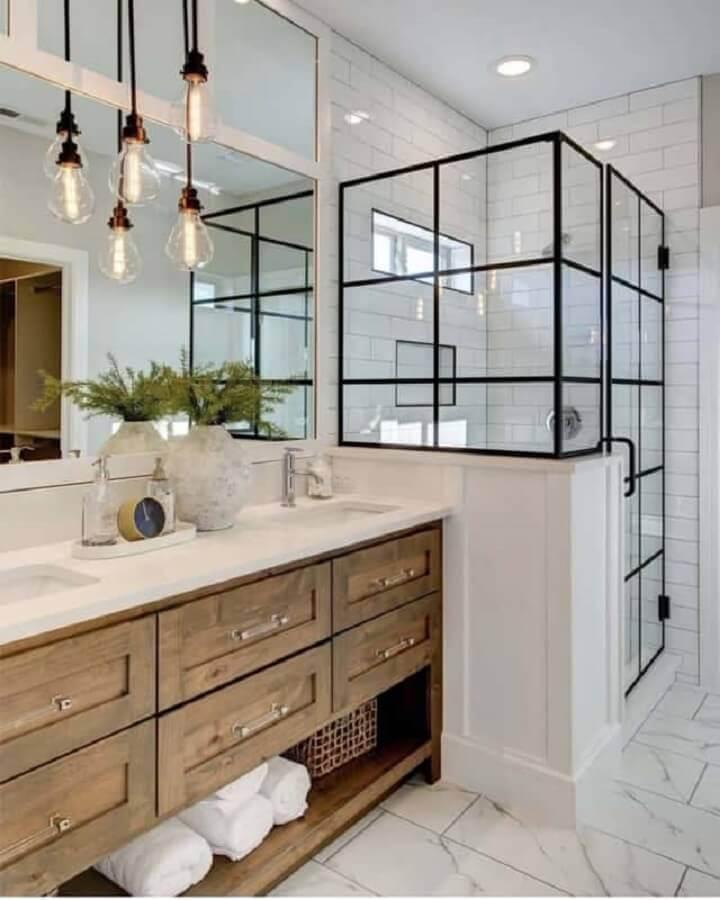 decoração com luminárias retrô para banheiro com gabinete de madeira Foto Pinterest
