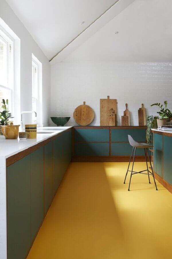 decoração com piso cor mostarda para cozinha planejada Foto Real Homes