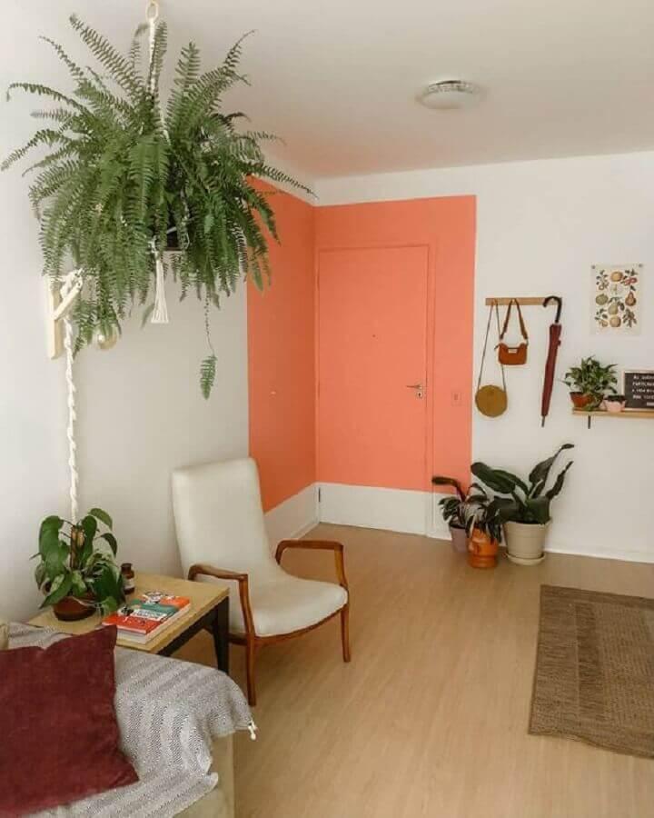 decoração com porta para sala pintada de coral Foto Webcomunica