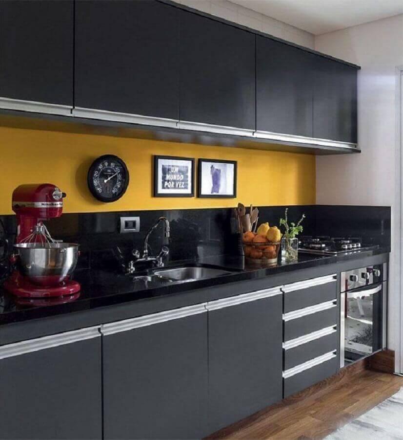decoração cozinha preta e amarela planejada Foto Arquiteta Gabriela Arruda