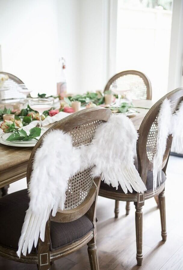 christening decoration with personalized chair with angel wings Photo Catch My Party