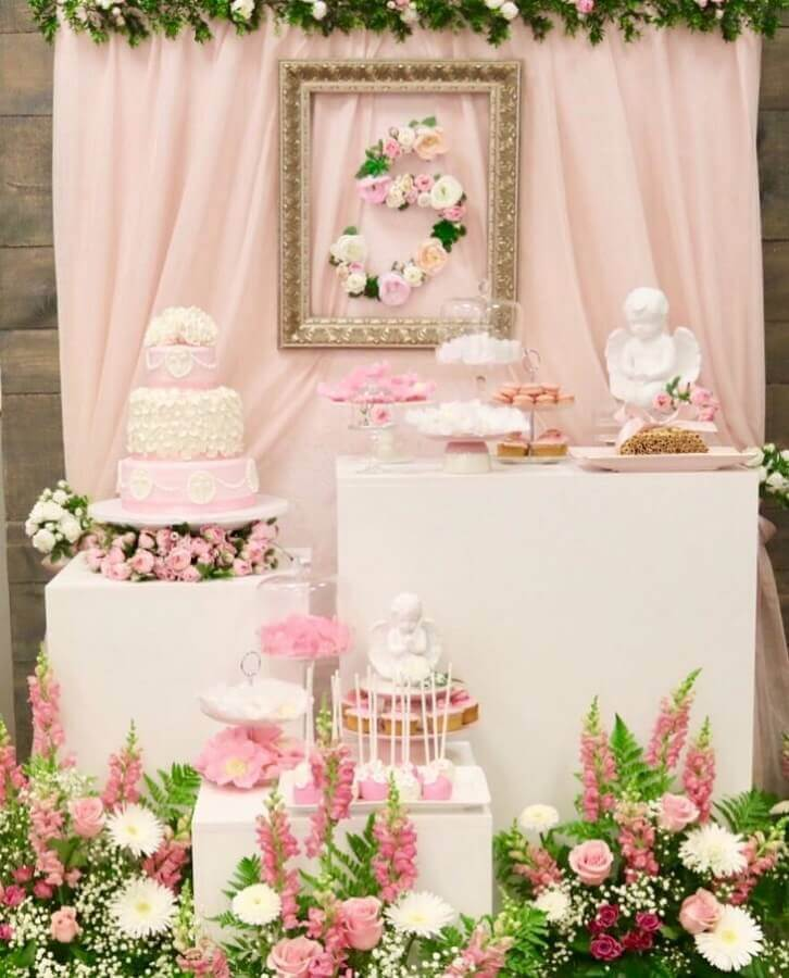 decoration of christened white and pink girl Photo Ella Design & Decor
