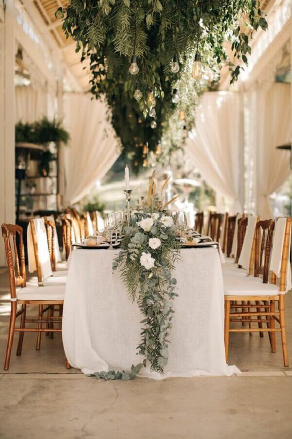white wedding decoration with foliage Photo Elegant Wedding