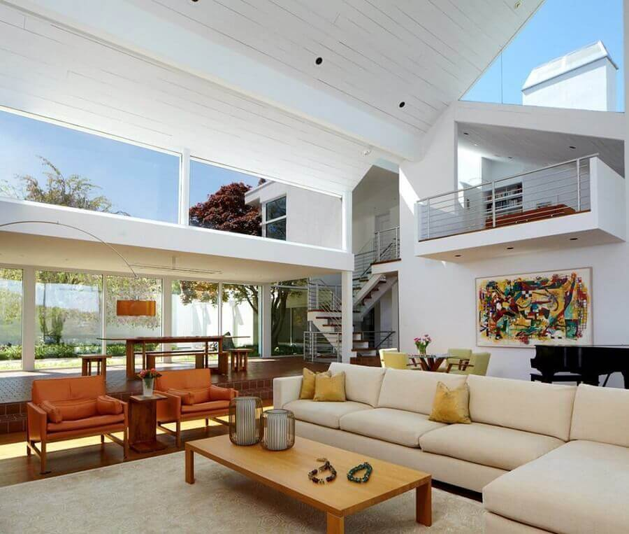 decoração de casas de luxo por dentro com sala em tons neutros Foto Architizer