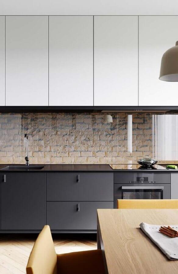decoração de cozinha preta e branca com parede de tijolinho Foto Pinterest